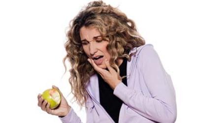 болит зуб при жевании твердой пищи