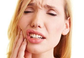 Из-за может быть больно накусывать на имплант?