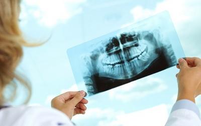 зуб сильно ноет