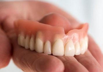 Зубной протез натер десну: причины, лечение, самолечение, советы