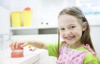 Как выбрать клинику и подготовить ребенка к первому визиту к стоматологу?